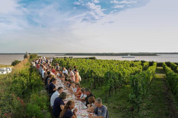 Gagnez un cadeau inoubliable : une cave à vin remplie de 48 bouteilles de blaye côtes de bordeaux !